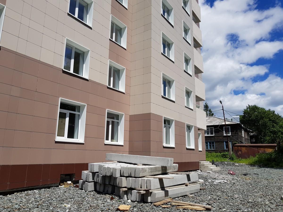 Этот дом был обещан жильцам 8 микрорайона. Достанется не всем.
